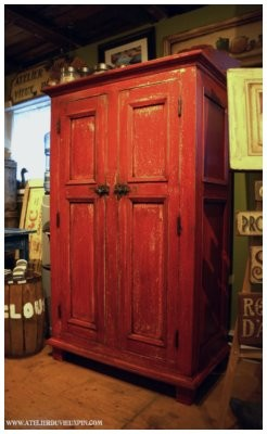 Armoire antique en pin de 58 ''