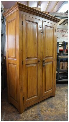 Armoire d'aspet antique en pin de 72 ''