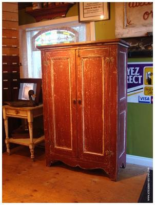 Armoire antique en pin de 55 ''