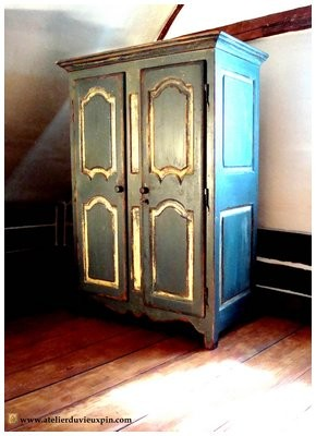 Armoire antique en pin de 66 ''