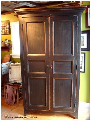 armoire antique en pin de 72. Black Bedroom Furniture Sets. Home Design Ideas