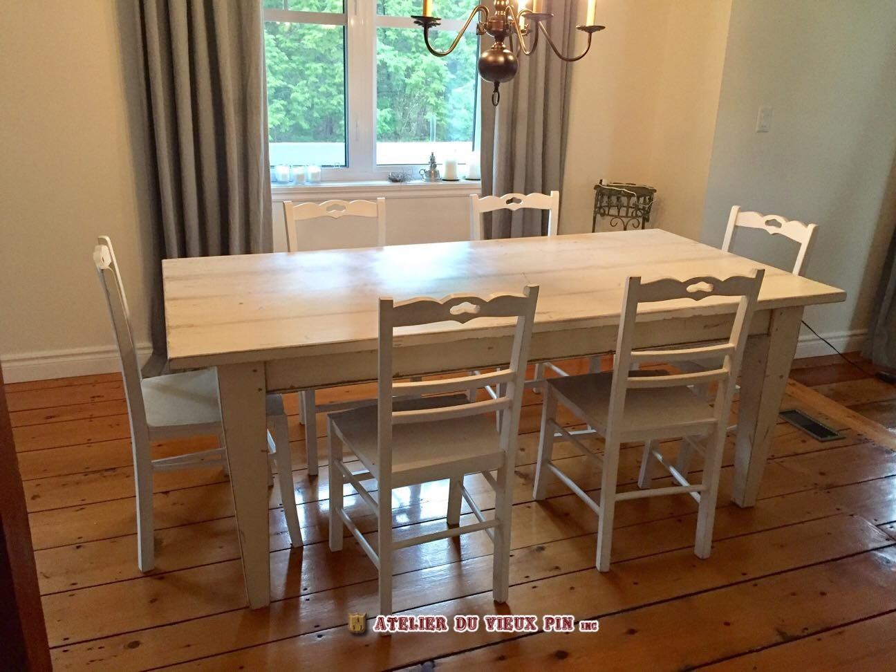 Table salle manger tables chaises tabourets for Table salle a manger sur mesure
