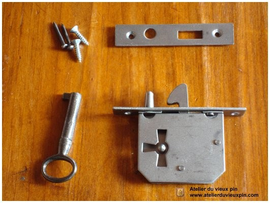 Locks in natural iron (BR-20)